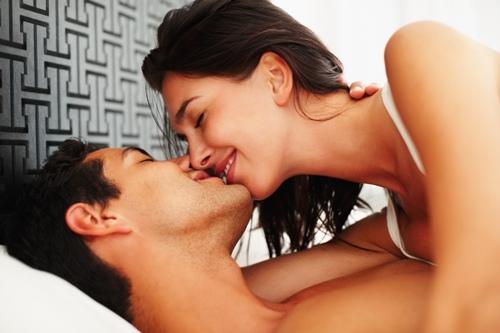 صورة كيف يحب الزوج زوجته فى الفراش , تالقى لزوجك كل ليله