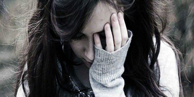 صورة صورة بنت حزينة , الحزن لا يليق بكى