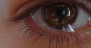 عيون فيها دموع , عيون حزينه مليانه بالبكاء