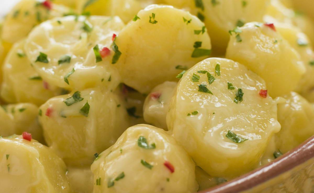صورة طريقة عمل سلطة البطاطس , طبق سلطه بطاطس بالمايونيز يمى