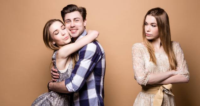 صورة علامات حب الرجل المتزوج للفتاة , كيفيه معرفه مااذا كان الرجل المتزوج يحبك