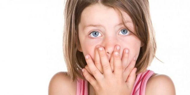 صورة سبب رائحة الفم الكريهة عند الاطفال , العوامل التى تؤدى الى النفس الكريه عند الصغار